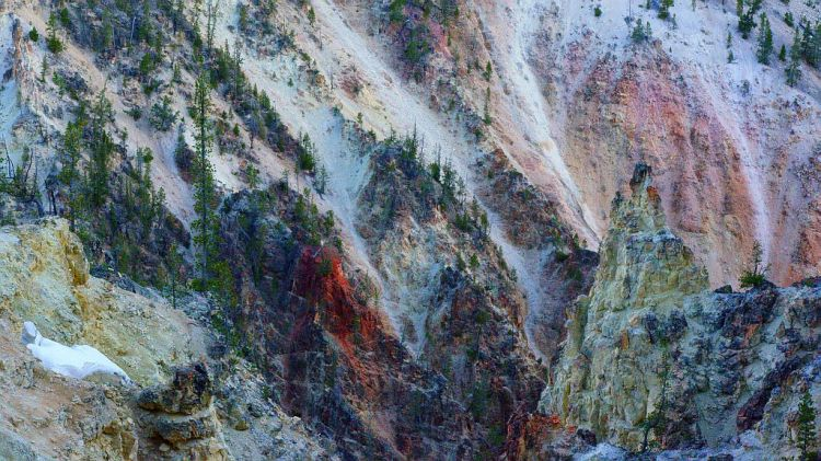 Colors of the Grand Yellowstone Canyon