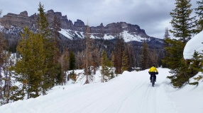 Heading out of Brooks Lake Lodge with Pinnacle Butte West in the background.