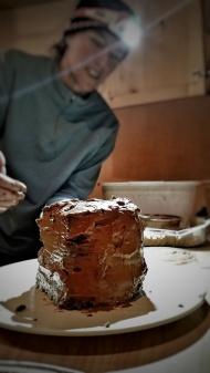 Mo prepares the cake