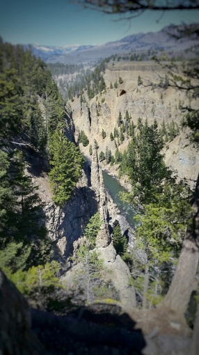 Riding along the narrows the views over the edge ... the needle