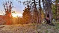 As the sun sets we decide to camp along the trail.